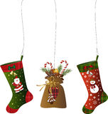Διακόσμηση Χριστουγέννων με τις γυναικείες κάλτσες και έναν σάκο Στοκ Εικόνα