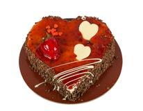 Διαμορφωμένο καρδιά κέικ σοκολάτας με το κεράσι που απομονώνεται στο λευκό Στοκ Φωτογραφίες