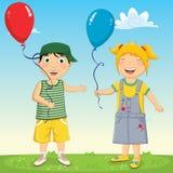 Διανυσματική απεικόνιση των παιδιών που κρατούν τα μπαλόνια Στοκ Φωτογραφία