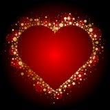 Χρυσή λαμπρή καρδιά στο κόκκινο υπόβαθρο Στοκ Φωτογραφίες