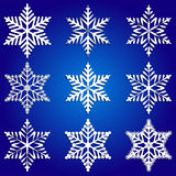 Διανυσματικό αφηρημένο σύνολο άσπρα snowflakes στο μπλε Στοκ φωτογραφίες με δικαίωμα ελεύθερης χρήσης