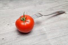 Διαπερασμένη ντομάτα Στοκ φωτογραφία με δικαίωμα ελεύθερης χρήσης