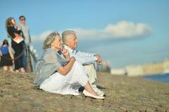 Διασκεδάζοντας ηλικιωμένο ζεύγος Στοκ εικόνα με δικαίωμα ελεύθερης χρήσης