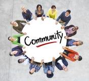 Διαφορετικοί άνθρωποι σε έναν κύκλο με την κοινοτική έννοια Στοκ εικόνα με δικαίωμα ελεύθερης χρήσης