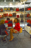 Διεθνής εξειδικευμένη έκθεση παπουτσιών MOS για τα υποδήματα, τις τσάντες και τα εξαρτήματα οι τσάντες Στοκ εικόνες με δικαίωμα ελεύθερης χρήσης