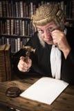 Δικαστής που κοιτάζει μέσω του μονόκλ Στοκ Φωτογραφίες