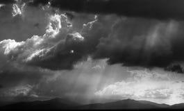 Δραματικός ουρανός με τα sunrays σε Sabah, ανατολική Μαλαισία Στοκ φωτογραφία με δικαίωμα ελεύθερης χρήσης