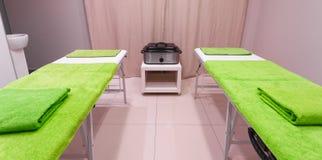 Δωμάτιο επεξεργασίας μασάζ στο υγιές σαλόνι SPA ομορφιάς Στοκ εικόνες με δικαίωμα ελεύθερης χρήσης