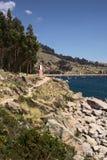 Δύσκολη ακτή της λίμνης Titicaca σε Copacabana, Βολιβία Στοκ Εικόνες
