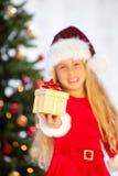δώρα που κρατούν το santa δεσ&pi Στοκ Εικόνες