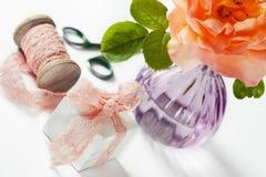 Δώρο και λουλούδι Στοκ Εικόνες