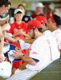давает автограф команда riversharks camden бейсбола Стоковая Фотография RF