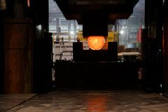 давление металла заготовки squezzing Стоковое Изображение