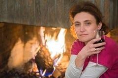 Дама, вино, камин Стоковое Изображение RF