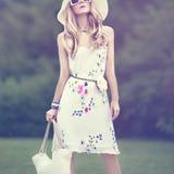 Дама в парке Взгляд лета Стоковая Фотография