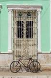Дверь колониального дома в Тринидаде, Кубе Стоковые Фото