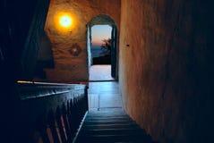 Дверь раскрытая на ноче Стоковое фото RF