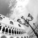 Дворец дожа в архитектуре Венецианск-стиля в Венеции Стоковые Изображения RF