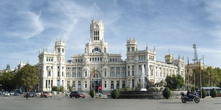 Дворец Cybele с фонтаном Cybele в Мадриде Стоковые Изображения