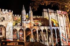 Дворца Пап в Авиньоне, Франции к ноча Стоковые Изображения