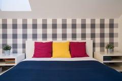 Двуспальная кровать с валиками цвета Стоковая Фотография RF