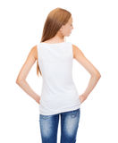 Девочка-подросток в пустой белой рубашке от задней части Стоковые Изображения RF