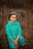 Девушка в огромных кустах Стоковая Фотография RF