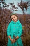 Девушка в огромных кустах Стоковые Изображения RF