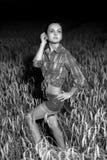 Девушка в поле пшеницы Стоковая Фотография RF