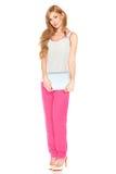 Девушка в рубашке и брюках с планшетом Стоковые Изображения