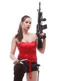 Девушка держа винтовку islated на белой предпосылке Стоковое фото RF