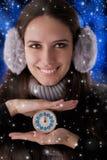Девушка зимы с часами Стоковые Изображения RF