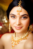Девушка красоты сладостная индийская в усмехаться сари Стоковое Фото
