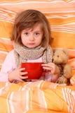 девушка кровати немногая Стоковое фото RF