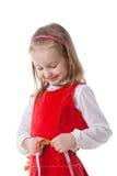 девушка меньший измеряя шкафут Стоковое Изображение