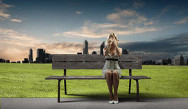 Девушка на стенде Стоковая Фотография