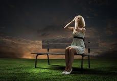 Девушка на стенде Стоковое Фото