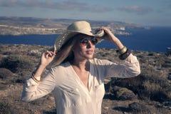 Девушка нося шлем Стоковое Изображение