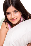 Девушка обнимая подушку Стоковое фото RF
