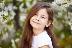Девушка около цветков яблони Стоковое Изображение