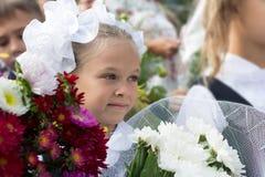 Девушка первого курса в первом дне школы Стоковые Изображения