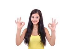 Девушка показывает что все хорошо Стоковые Изображения RF