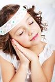 Девушка показывая давно пора к сну Стоковая Фотография