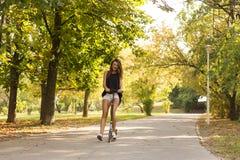Девушка самоката пинком Стоковое фото RF