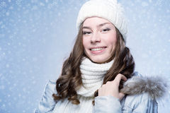 Девушка стороны в шляпе зимы Стоковые Фото