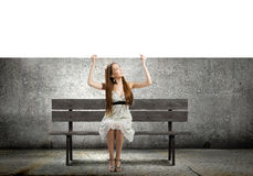 Девушка с знаменем Стоковые Фото