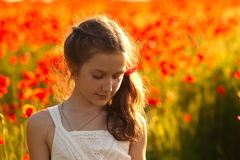 Девушка с маками Стоковые Изображения RF