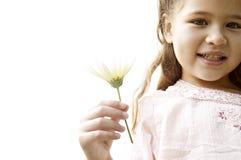 Девушка с маргариткой в парке. Стоковые Фотографии RF