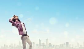 Девушка с наушниками Стоковые Изображения RF