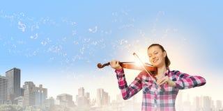 Девушка с скрипкой Стоковые Фото